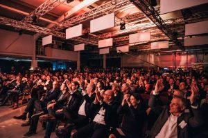 Publikum jubelt Die Prinzen geben ein Konzert mit der Technologie von HOMMBRU