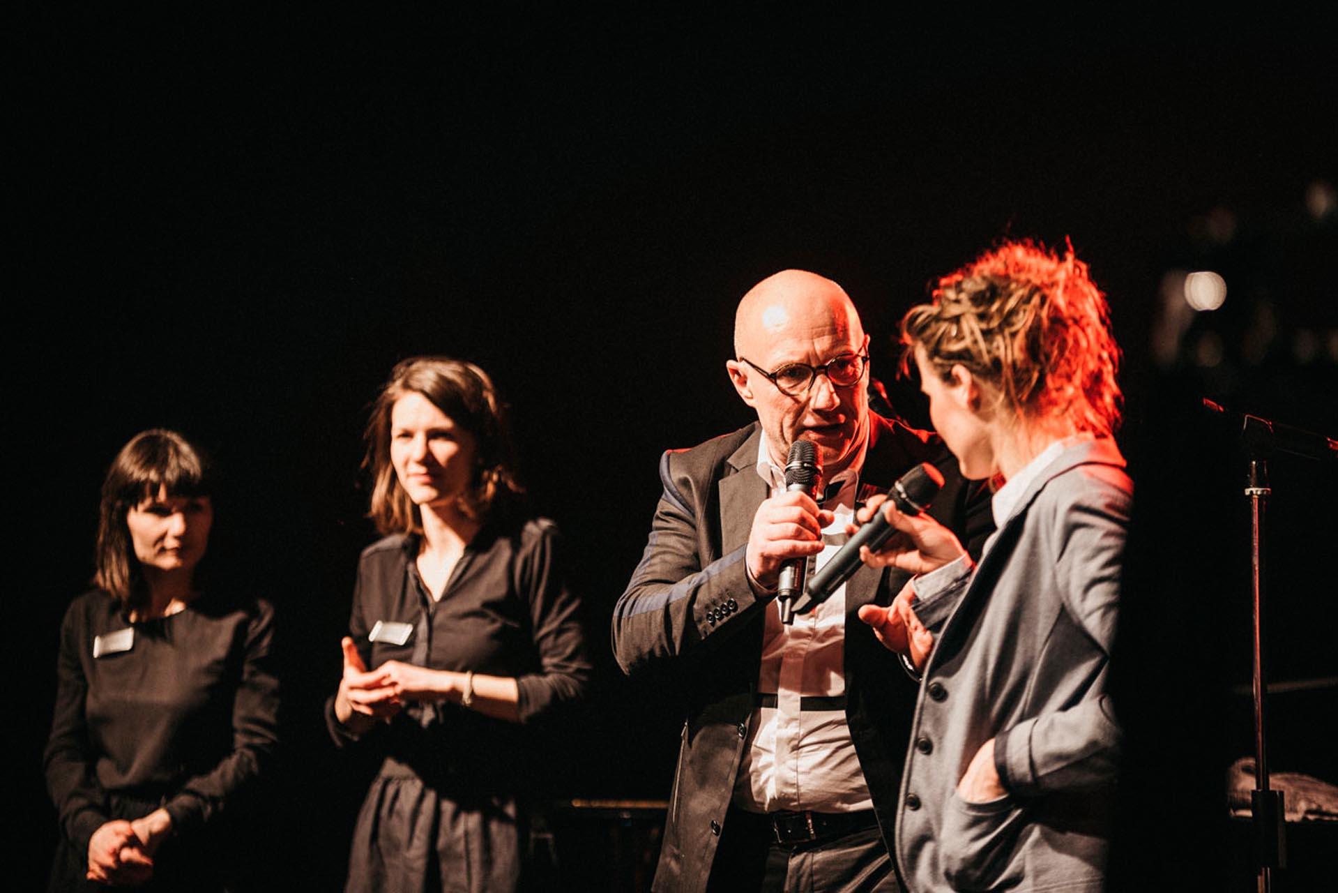 HOMMBRU Team und Moderatorin Lisa Rasehorn-Scholtz