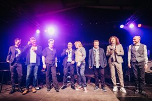 """Die Prinzen mit dem HOMMBRU Team und Lautsprecher """"Anton"""""""