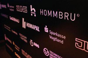 Die Prinzen geben über unsichtbare Lautsprecher von HOMMBRU ein Konzert