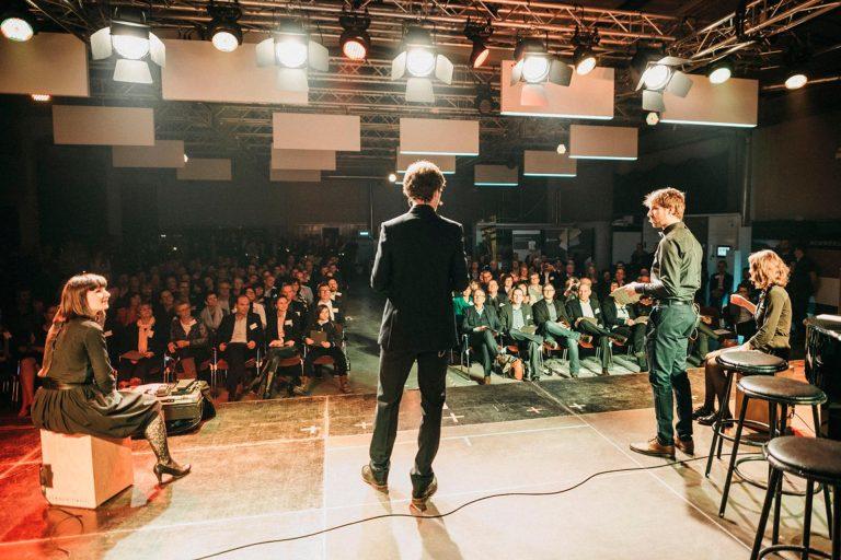 Das HOMMBRU Team erklaert, wie unsichtbare Lautsprecher funktionieren