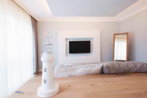Schlafzimmerzimmer mit unsichtbaren Lautsprechern